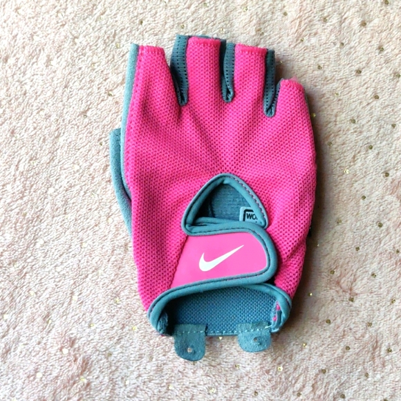 Women's Nike  xs right handed glove